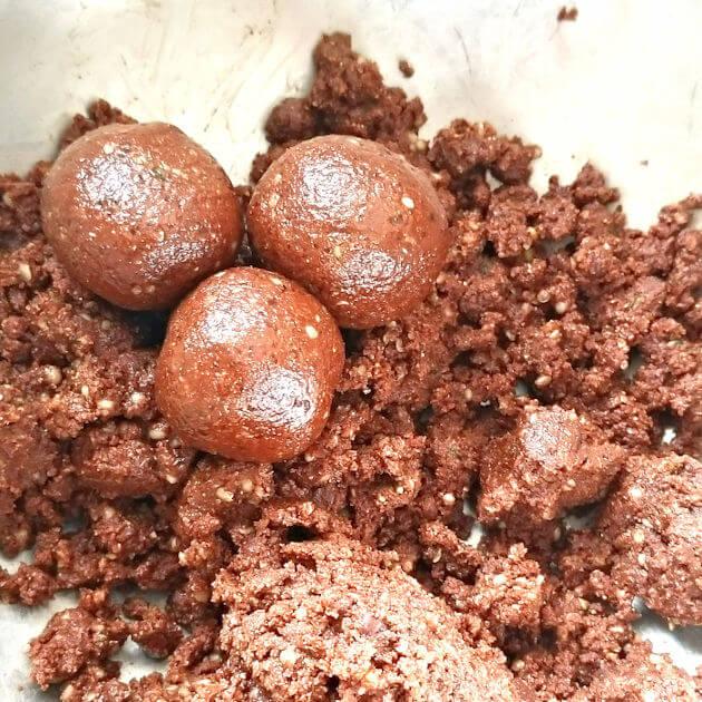Chocolate Coconut Almond Energy Bomb